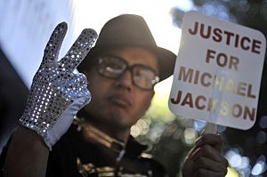 Michael Jackson fan at Preliminary Hearing For Dr. Conrad Robert Murray
