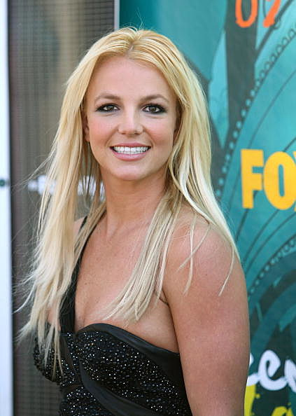 Britney Spears arrives at the 2009 Teen Choice Awards held at Gibson Amphitheatre on August 9, 2009 in Universal City, California.